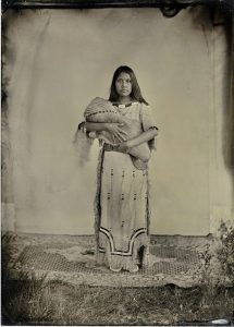 blackfoot-blackfeet-indian-woman-child-history-tribe-1